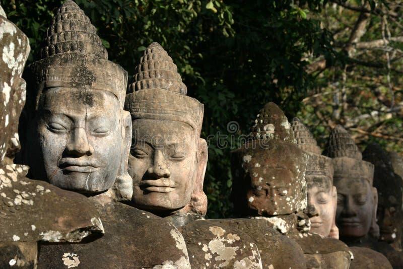 Framsidorna av Angkor Thom som lokaliseras i nutida Cambodja arkivfoton