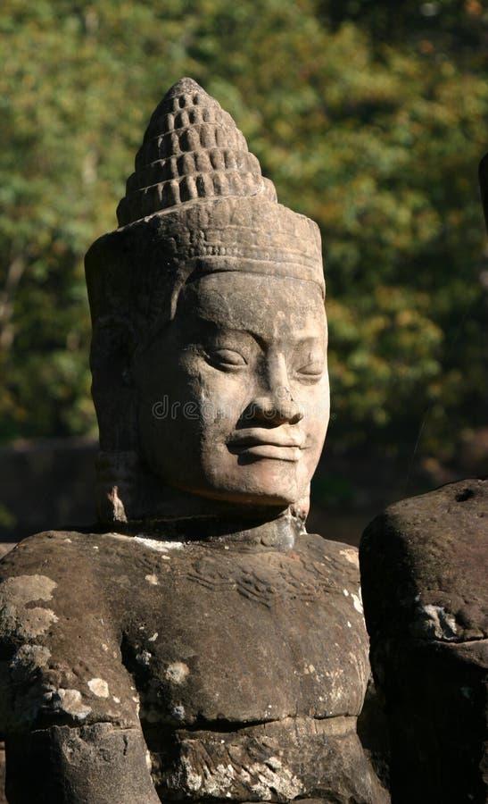 Framsidorna av Angkor Thom som lokaliseras i nutida Cambodja royaltyfri foto