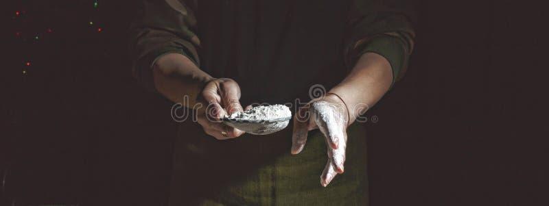 Framställning av bröd, retro utformat bildspråk Tillfogat korn bagerit Förberedelse av bröddeg arkivfoto
