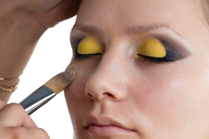Framställning av gult smink royaltyfri foto