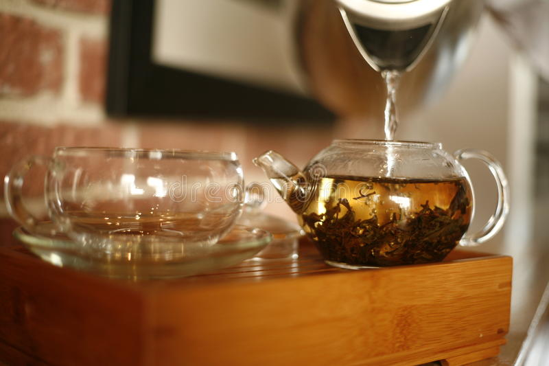 framställning av tea arkivfoto