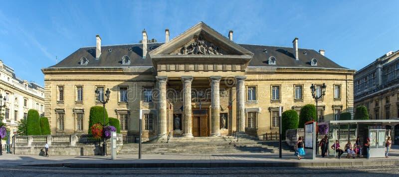 FRANÇA REIMS 2018 AGOSTO: vista da fachada da câmara municipal de reims Foi erigido no século XVII e ampliado no 19o fotografia de stock royalty free