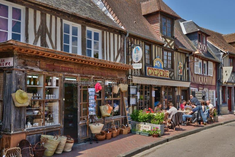 França, vila pitoresca de en Auge de Beuvron em Normandy imagens de stock