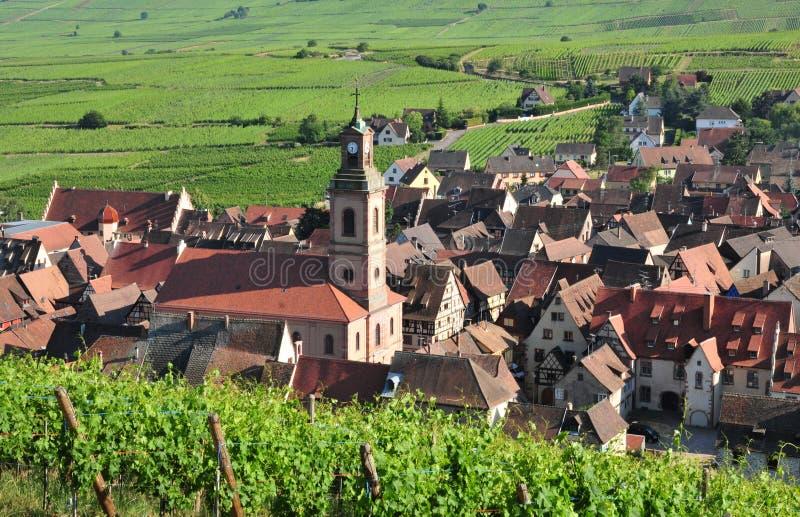 França, vila pitoresca de Riquewihr em Alsácia fotografia de stock royalty free