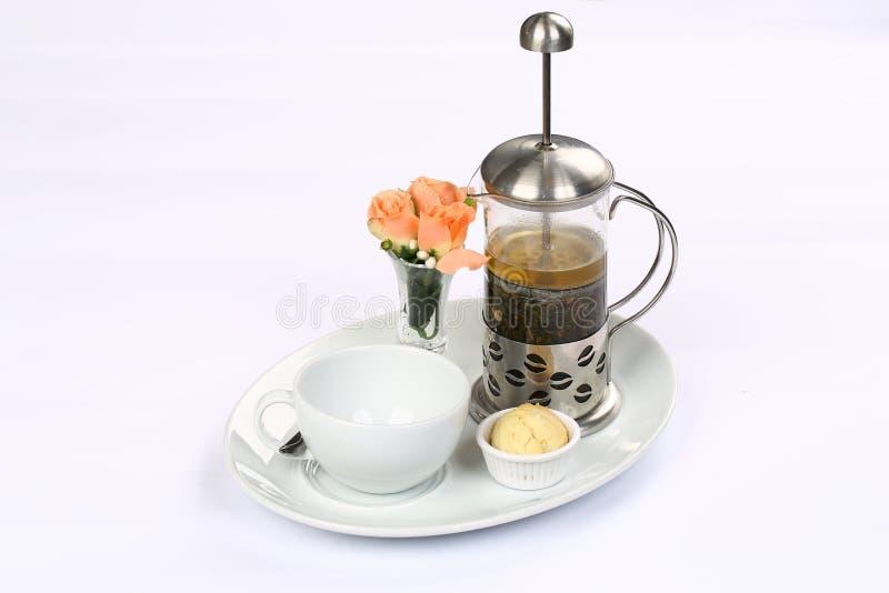 Français-appuyez avec du thé vert et la cuvette images stock