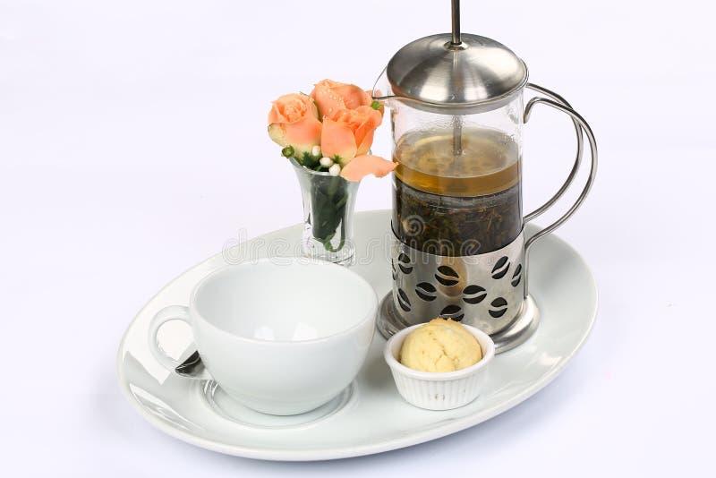 Français-appuyez avec du thé vert et la cuvette photographie stock libre de droits