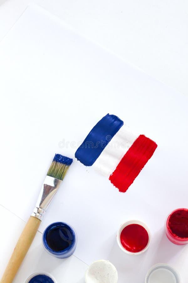 france Drapeau français peint sur le livre blanc avec des brosses photos libres de droits