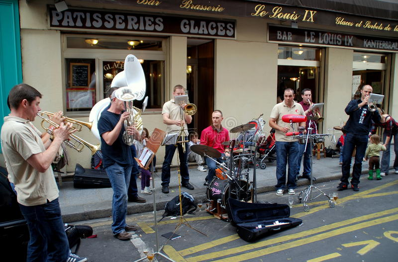 france musikerparis gata royaltyfria bilder