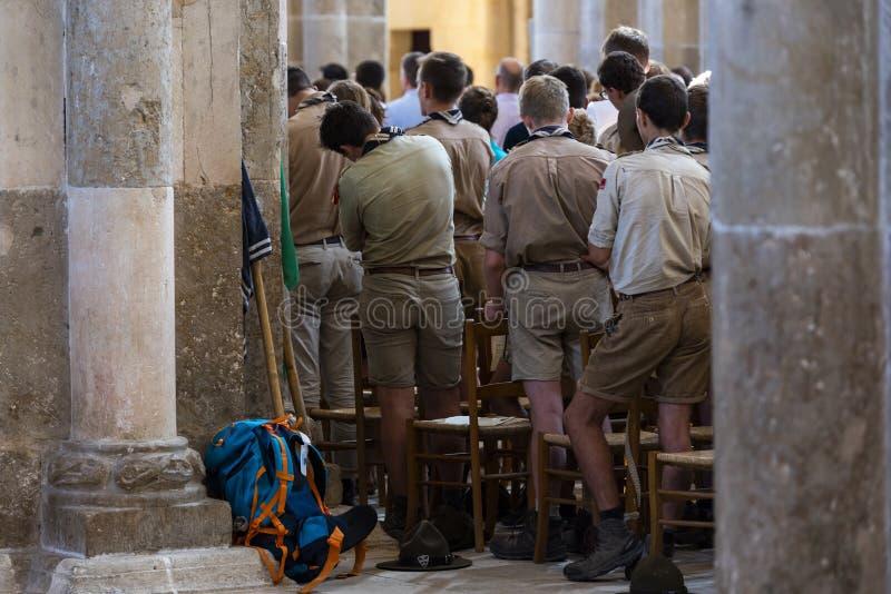 Frances de scouts de service de Vezelay d'église photo libre de droits