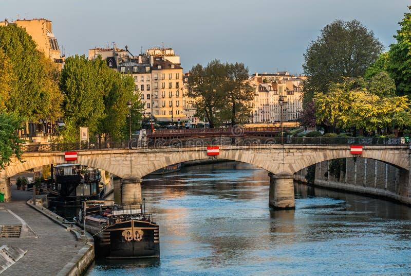 Frances de ville de Paris de bord de mer image stock