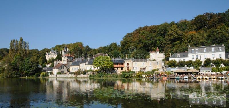 Frances, la petite ville de Pierrefonds dans Picardie images stock