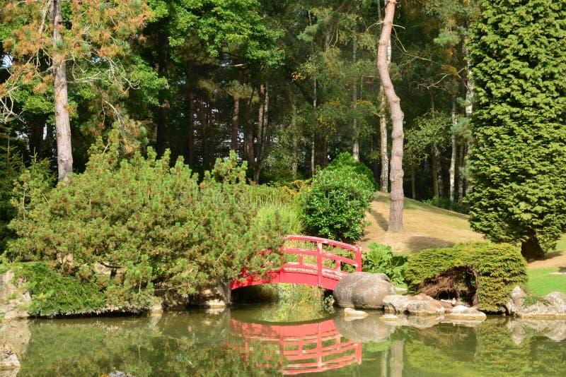 Frances le jardin japonais pittoresque d 39 aincourt image for Jardin pittoresque