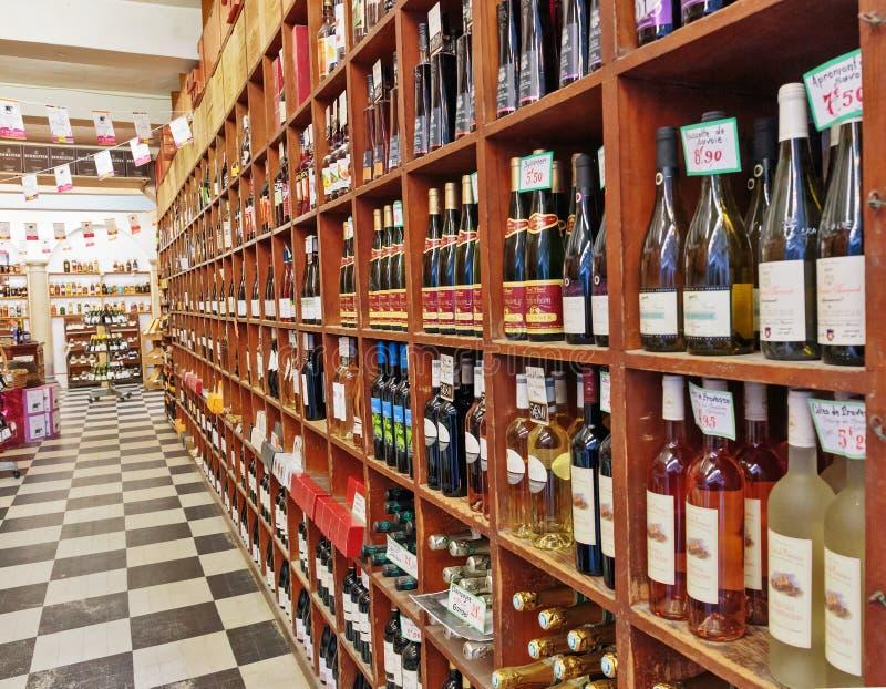 FRANCES - 30 OCTOBRE 2014 : Boutique de vin photos stock