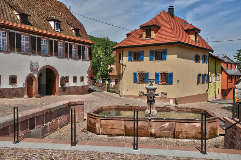 Frances, vieux village pittoresque d'Orschwiller photos stock