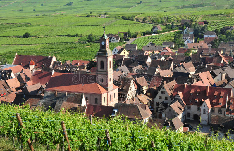 Frances, village pittoresque de Riquewihr en Alsace photographie stock libre de droits