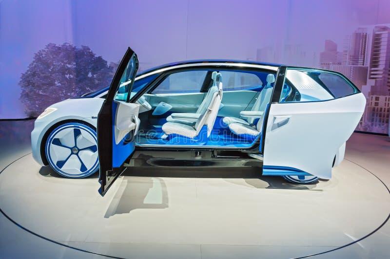 FRANCFORT, ALEMANIA - 17 DE SEPTIEMBRE DE 2017: Volkswagen I d Identificación autónoma de VW del coche eléctrico del concepto en  imagenes de archivo