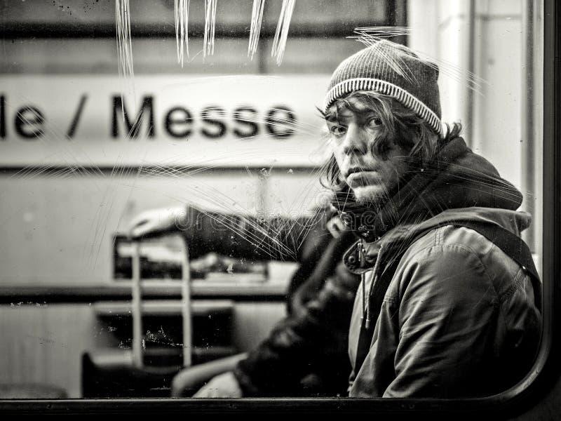 Francfort, Allemagne - 9 janvier : Homme non identifié dans la métro le 9 janvier 2015 à Francfort, Allemagne image stock