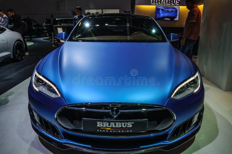 FRANCFORT - SEPT. DE 2015: Modelo S Brabus de Tesla presentado en IAA internacional foto de archivo
