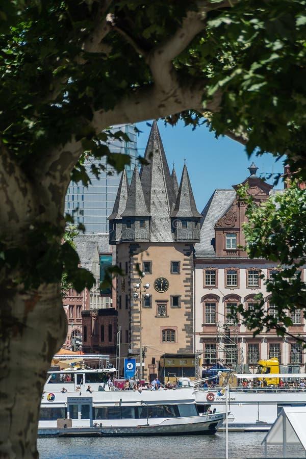 FRANCFORT SUR MAIN, ALLEMAGNE - 29 JUIN 2019 : Vue de ville près du steg d'Eiserner images stock