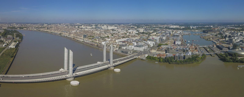 Francia, Aquitania, Gironda, Burdeos Bastide Bridge Jacques Chaban Delmas imagen de archivo libre de regalías