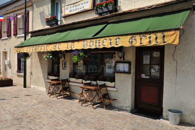 Francia, el pueblo pintoresco de Moisson foto de archivo libre de regalías