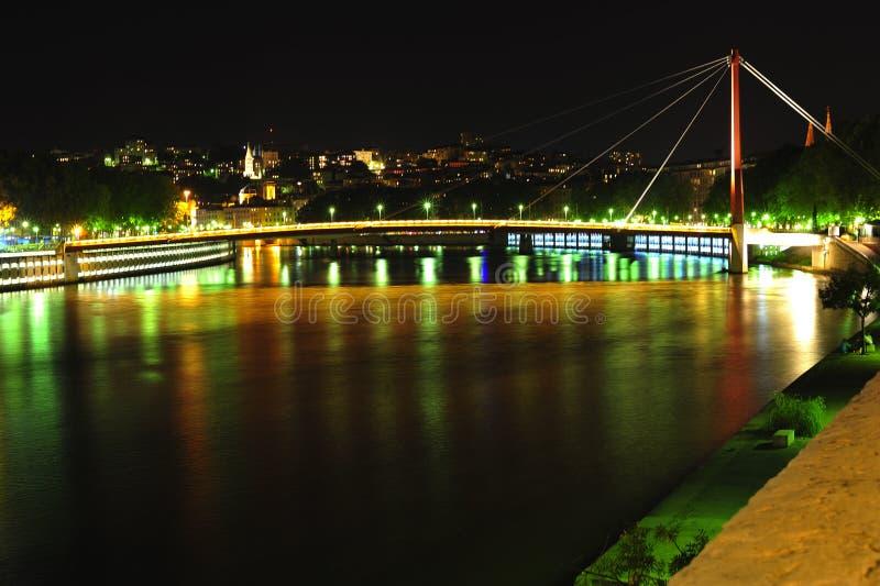 Francia, Lyon; Opinión de la noche del río de Saone imagen de archivo