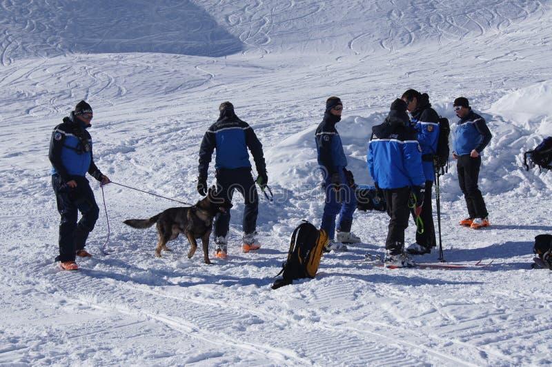 Francia, Montgenevre. Entrenamiento del rescate de la avalancha de enero de 2013 imagenes de archivo