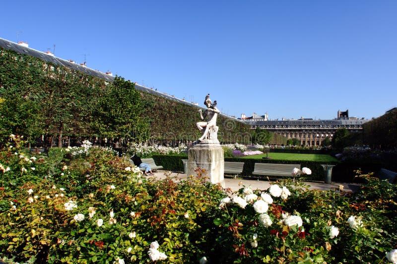Francia, París: Jardín del Palais Royal foto de archivo