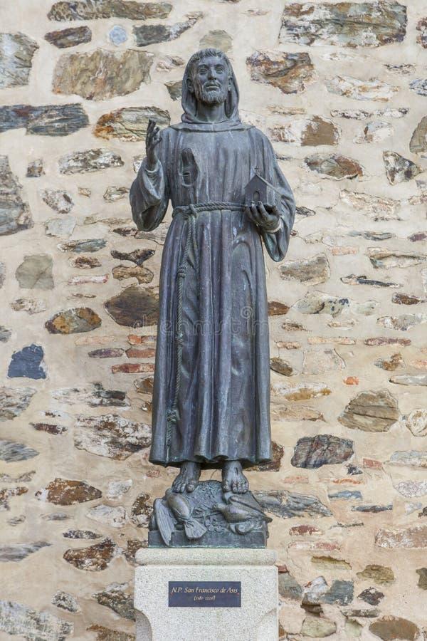 Francis Assisi brązu statua przy Guadalupe monasteru wejściem obraz royalty free