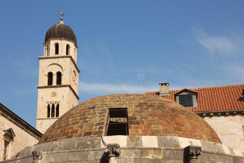 Franciscan klosterklockatorn dubrovnik croatia arkivbild
