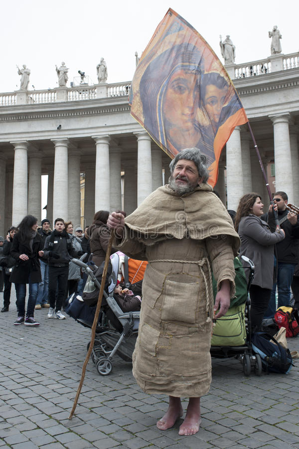 Franciscan mens zingt stock foto