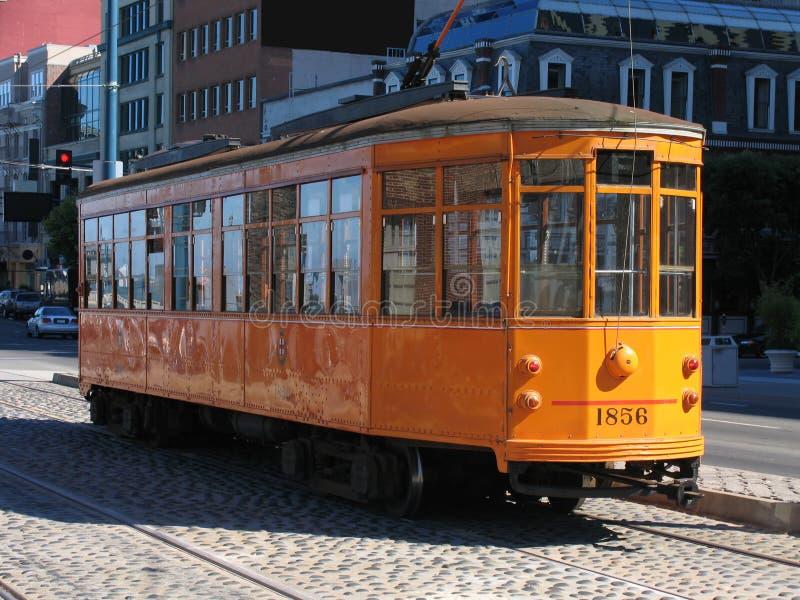Francisco-Straßen-Auto auf Kopfstein-Straße lizenzfreies stockfoto