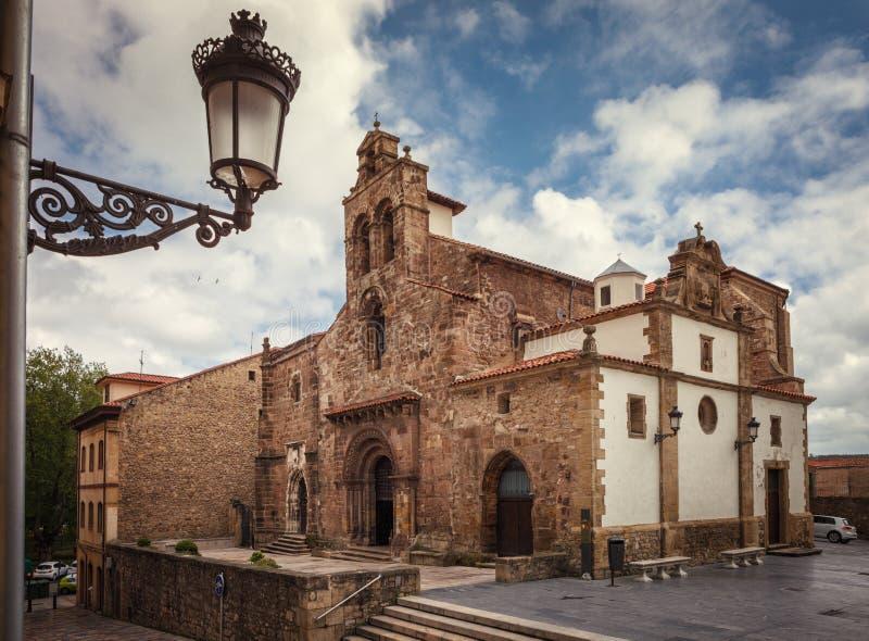 Franciskanerkirche, romanischer Stil, 12. Jahrhundert, Aviles, Spanien stockfoto