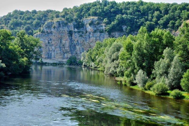 Francja, Dordogne rzeka w Cluges zdjęcia royalty free