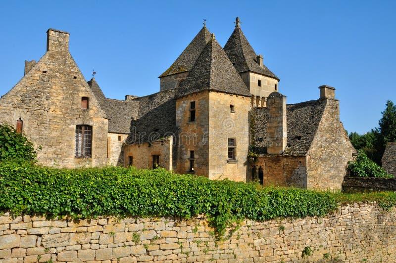 Francja, malowniczy kasztel Świątobliwi Genies w Dordogne zdjęcie stock