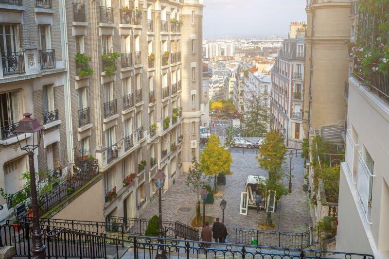 Francja paris Ulicy Montmartre w pogodnym jesień wieczór wewnątrz fotografia stock