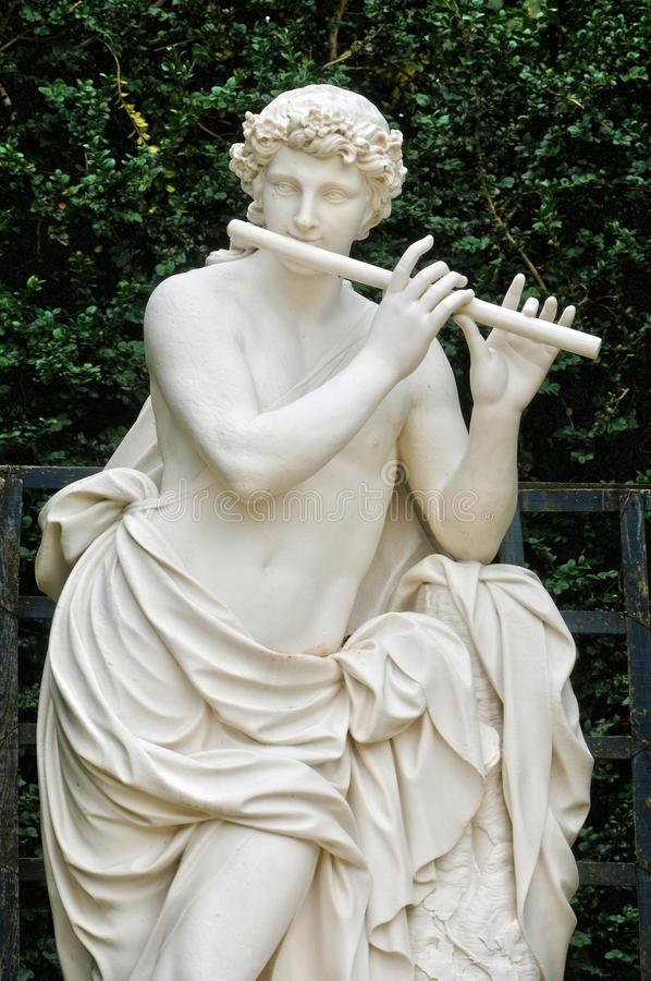 Francja, statua w kopuła gaju w parku Versailles pałac fotografia stock