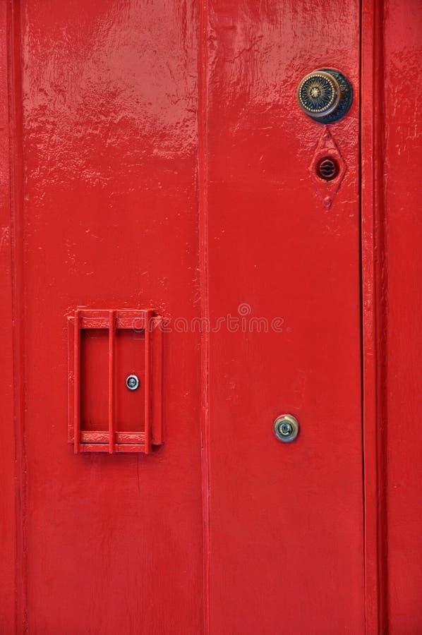 Francja, zakończenie up czerwony stary drzwi zdjęcia stock