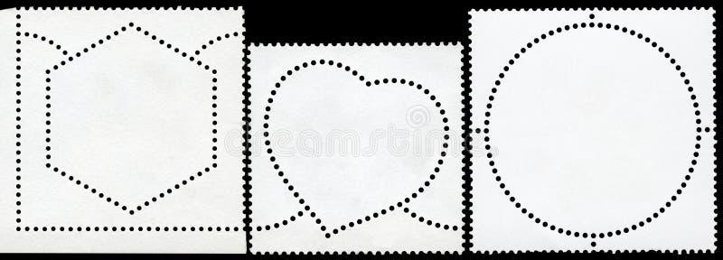 Francobollo in bianco incorniciato dal bordo nero. fotografia stock