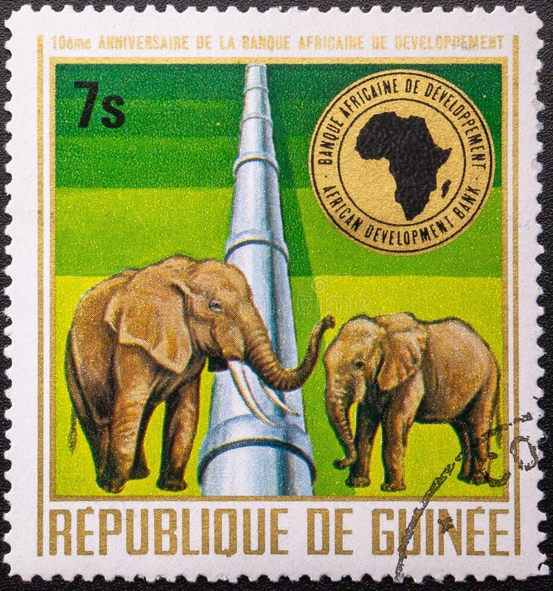 Francobollo 1975 La Repubblica di Guinea fauna decimo anniversario della banca per lo sviluppo africano fotografia stock