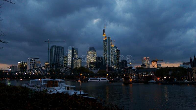 Francoforte alla notte fotografia stock libera da diritti