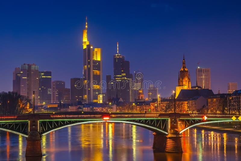 Francoforte na noite foto de stock