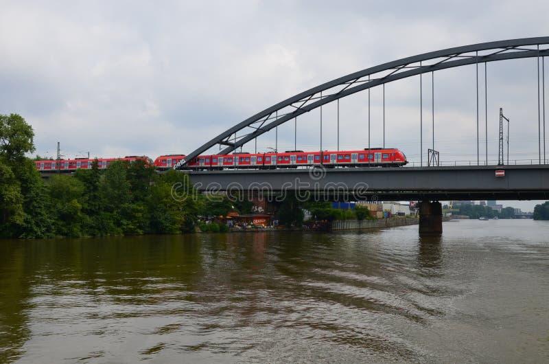 Francoforte - são - cano principal, Alemanha - locomotiva elétrica em Francoforte fotos de stock
