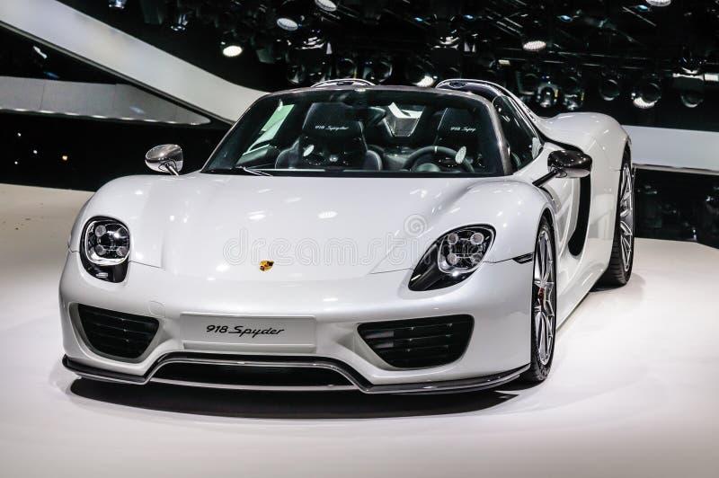 FRANCOFORTE - SEPT 2015: Porsche 918 Spyder apresentado em IAA inter fotografia de stock royalty free