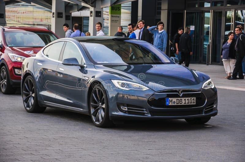 FRANCOFORTE - SEPT 21: presente 2014 eletric modelo novo do automóvel de Tesla S foto de stock royalty free