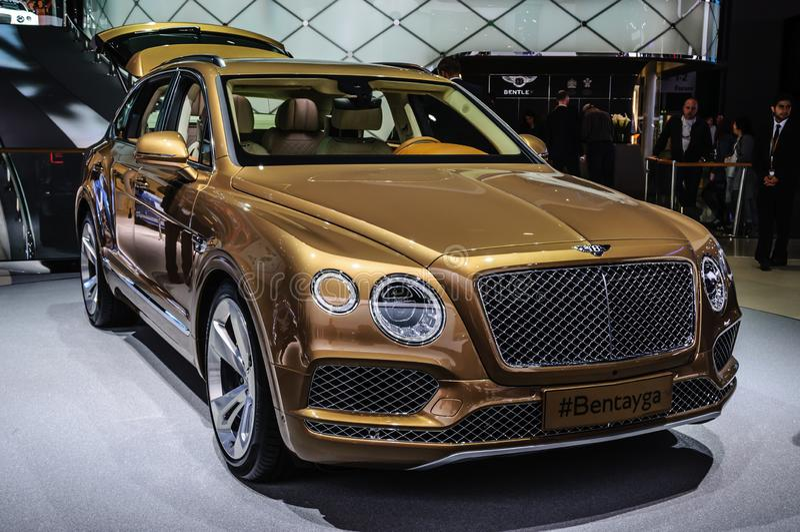 FRANCOFORTE - SETTEMBRE DEL 2015: Bentley Bentayga ha presentato a IAA Interna immagine stock
