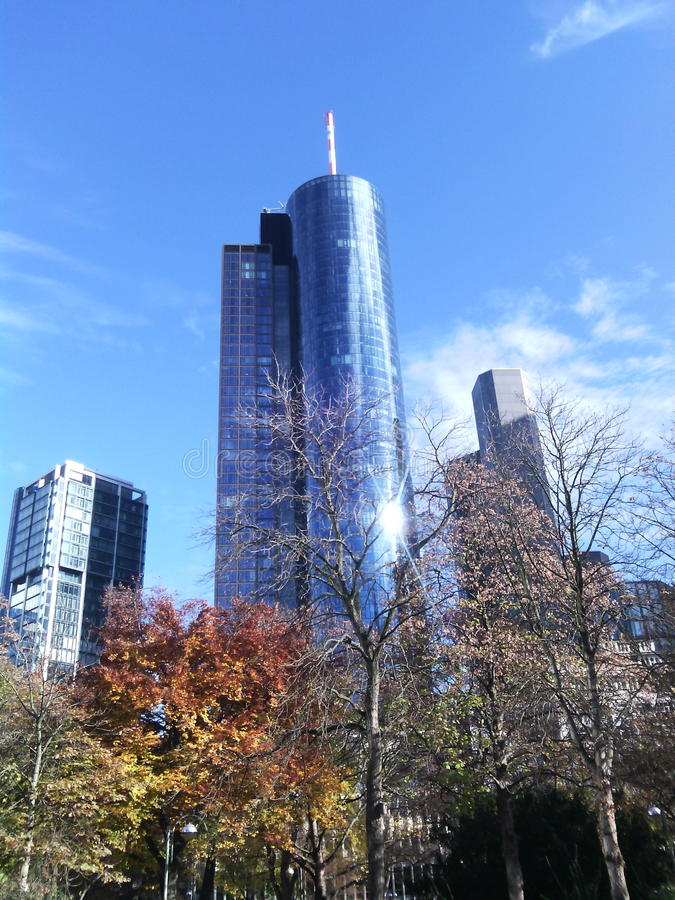 Francoforte - torre de Helaba imagem de stock royalty free