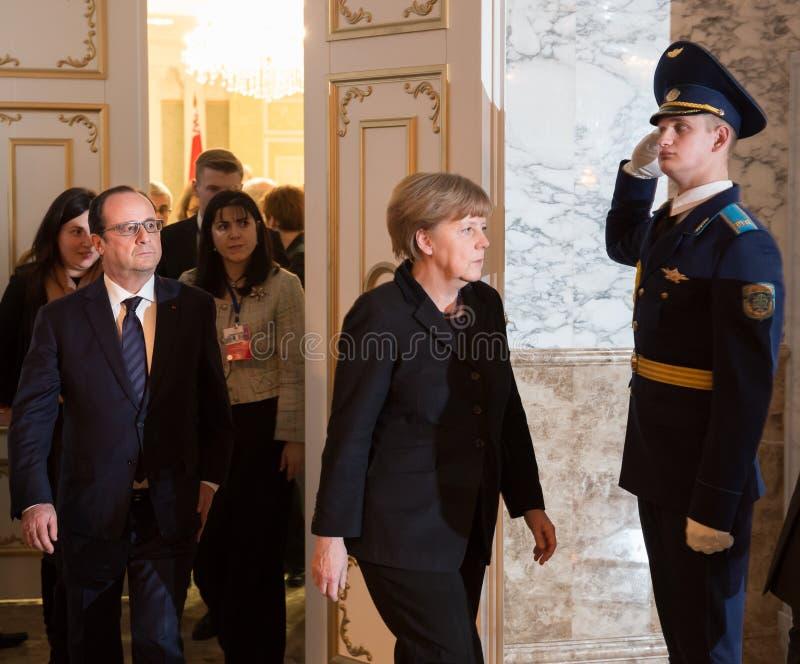 Francois Hollande und Angela Merkel stockfotos