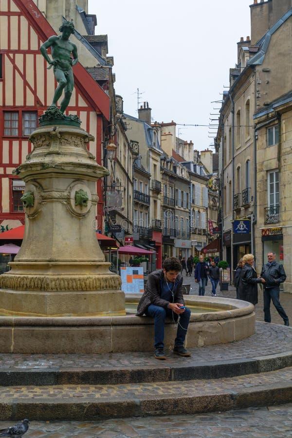 Francois-ruwe vierkant en het standbeeld van de wijnmaker, in Dijon royalty-vrije stock foto's