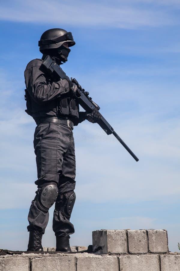 Francotirador de la policía del GOLPE VIOLENTO imagen de archivo